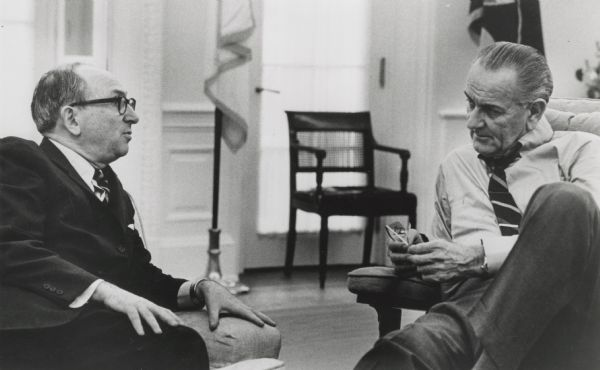 Wilbur Cohen and Lyndon B. Johnson having a relaxed but serious discussion.